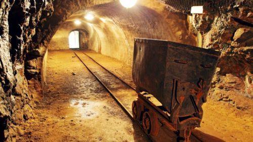 1404-37354-la-production-miniere-sud-africaine-a-globalement-baisse-en-fevrier-2016_L